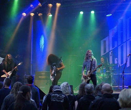 We are a swedish rock band. We shall rock you with our rock ! - DEAD LORD
